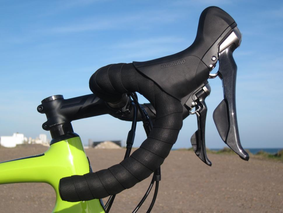 Specialized Diverge Comp Carbon - Shimano 685 Disc Levers Side.jpg