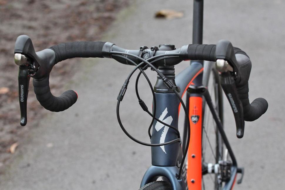 Specialized Roubaix Expert - bars.jpg