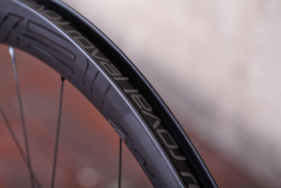 Specialized Roval CLX 50 DISC Wheelset - rim bed.jpg