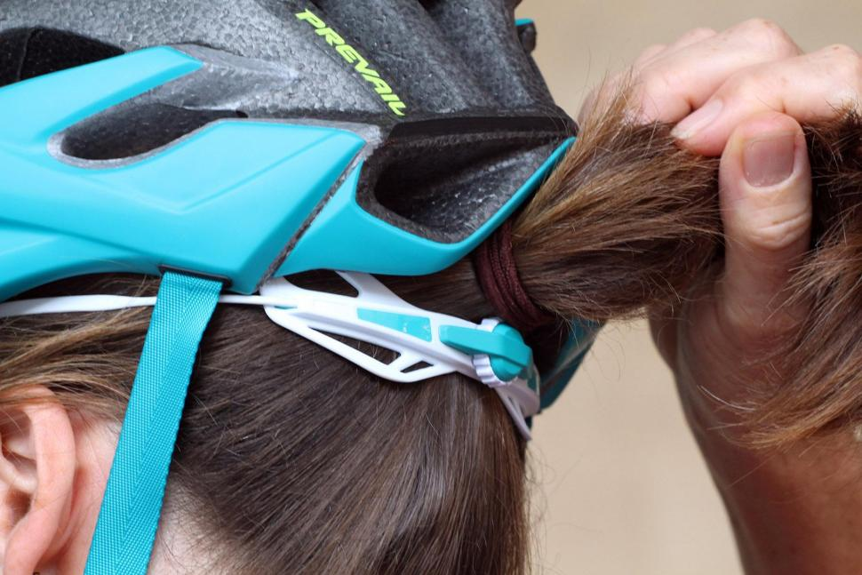 Specialized S-Works Women's Prevail II Helmet - ponytail gap.jpg
