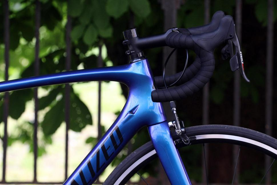 Specialized Tarmac Expert - head tube junction.jpg