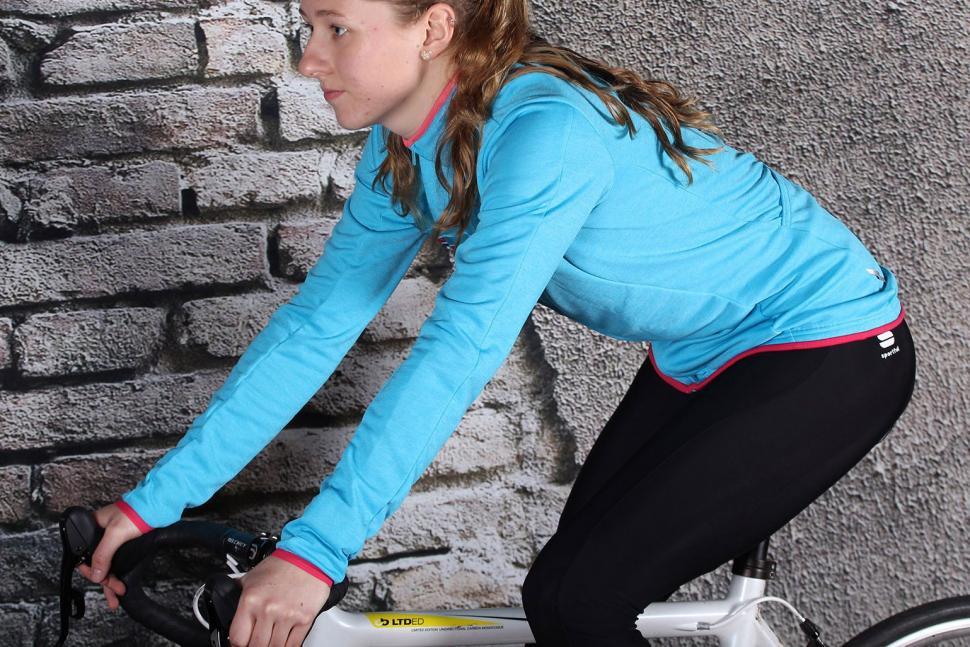 Sportful Allure Thermal Jersey - riding.jpg