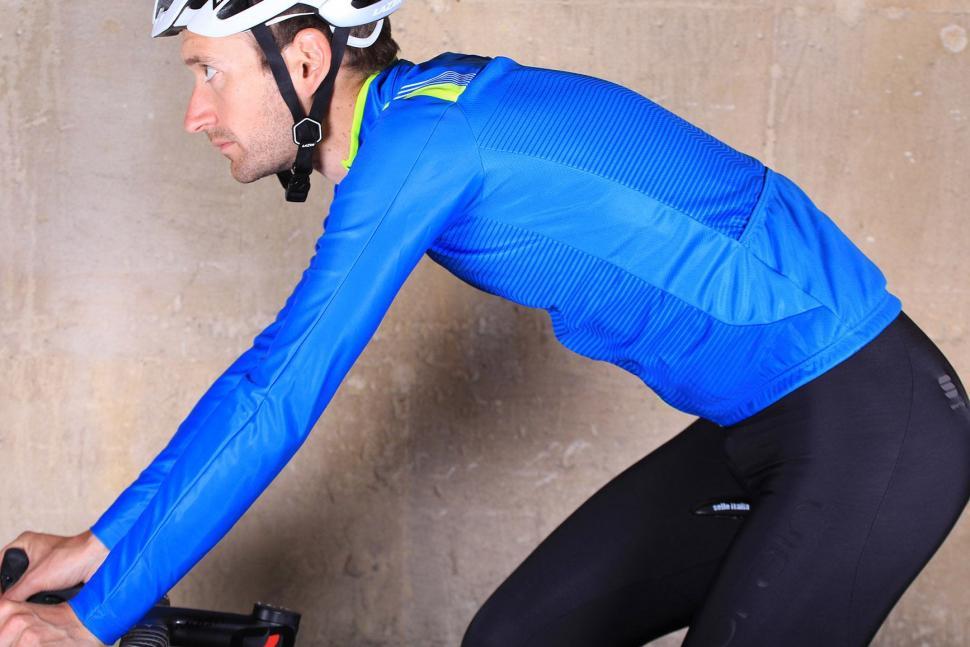 Sportful Bodyfit Thermal Jersey - riding.jpg