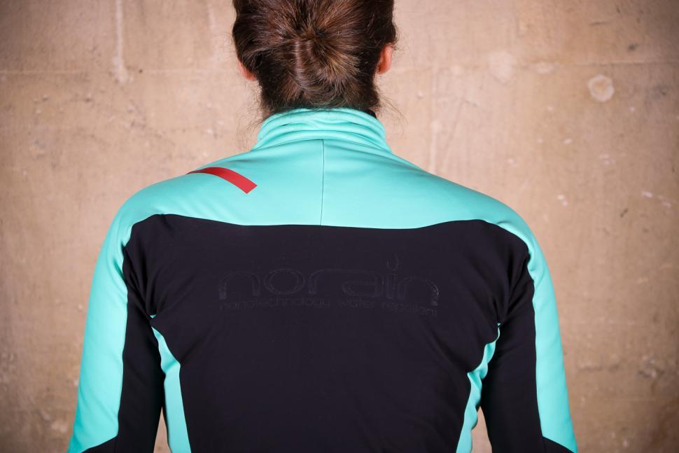 Sportful Fiandre Norain W Jacket - shoulders.jpg