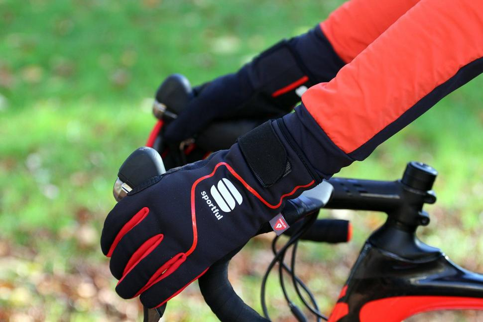 Sportful Sotto Zero Gloves - on bars.jpg