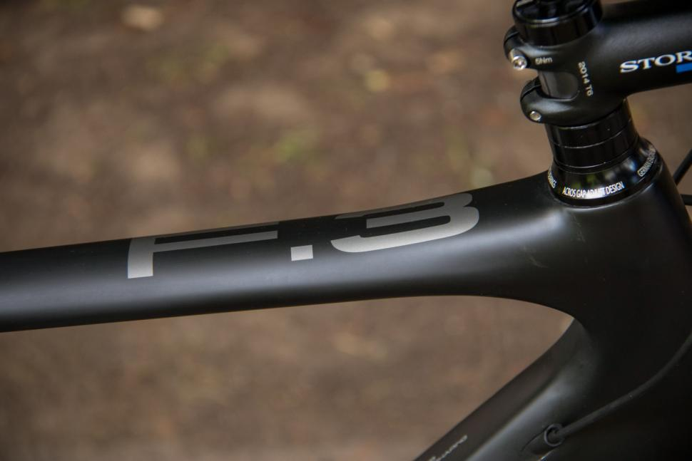 Storck Fascenario.3 Platinum - top tube.jpg