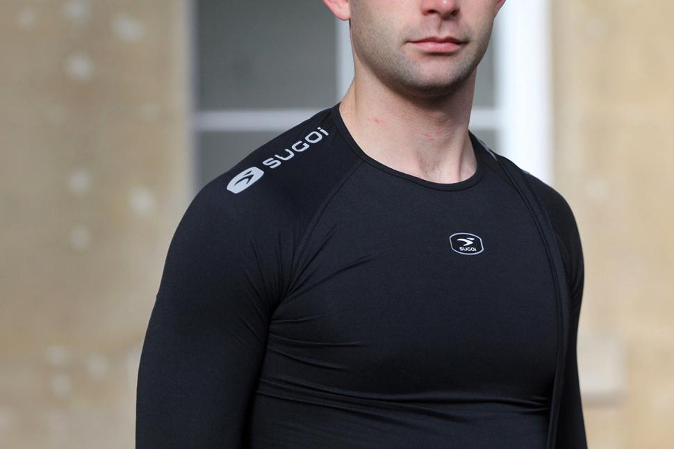 Sugoi RS Core Long Sleeve - shoulder detail.jpg