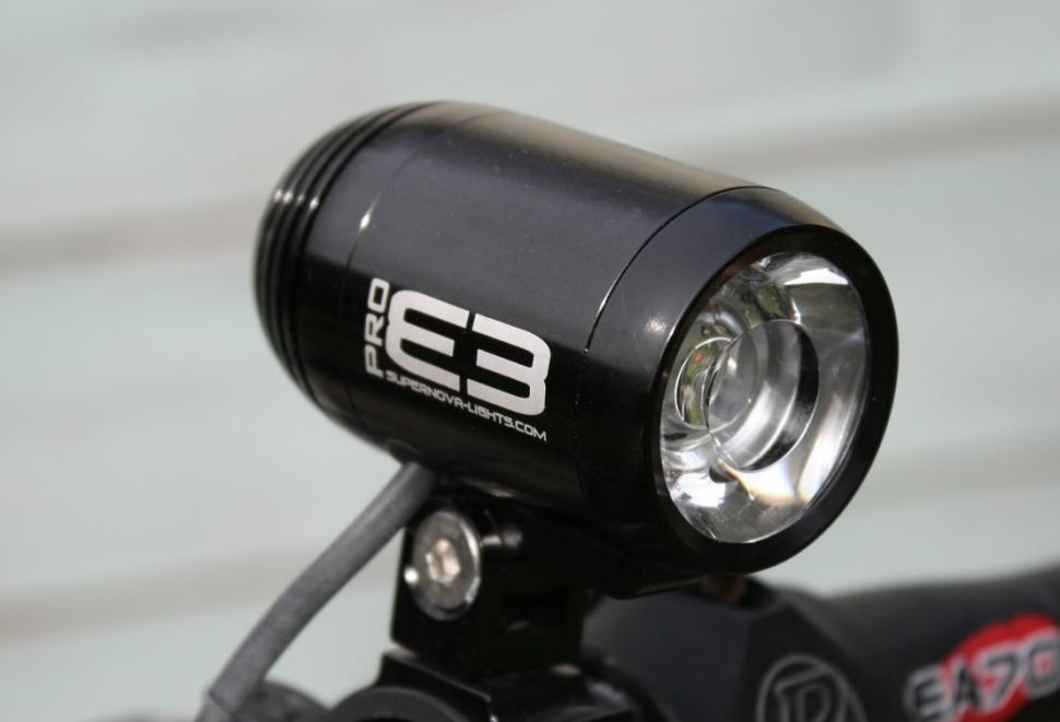 Supernova E3 Pro dynamo front light.jpg