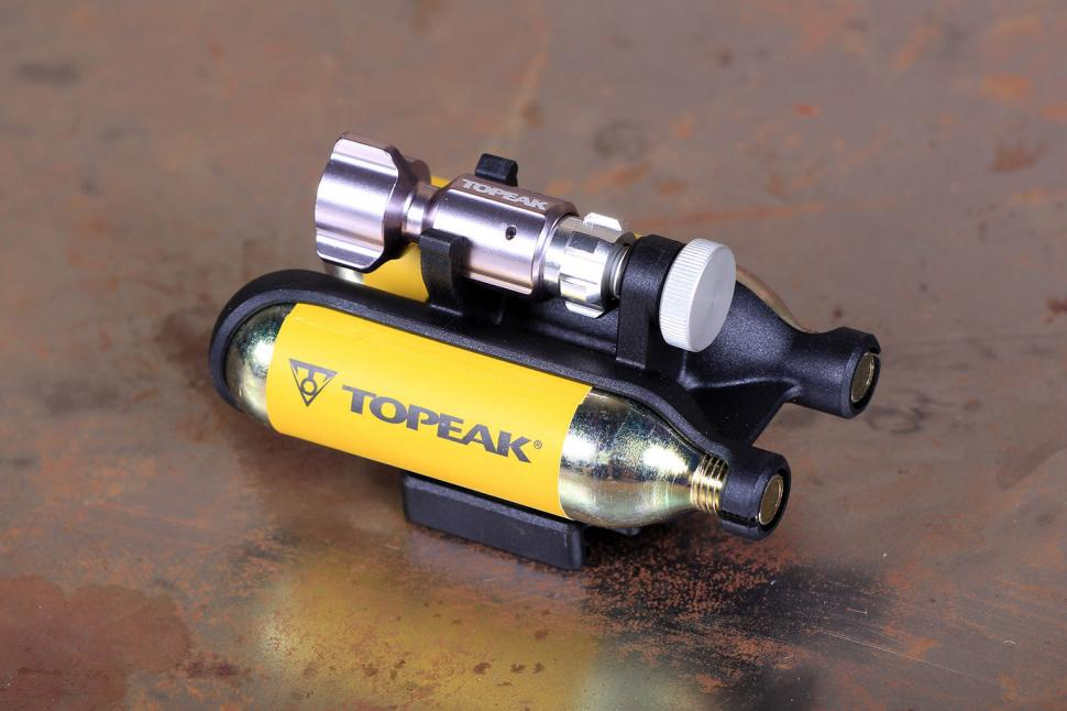 Topeak Airbooster Extreme - contents.jpg