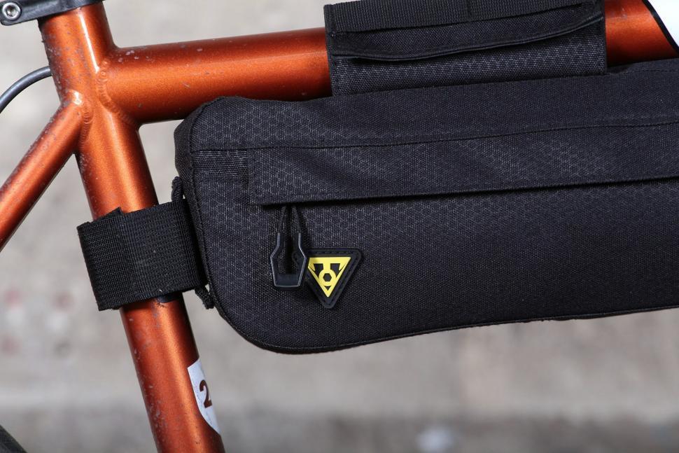 Topeak Midloader - straps.jpg