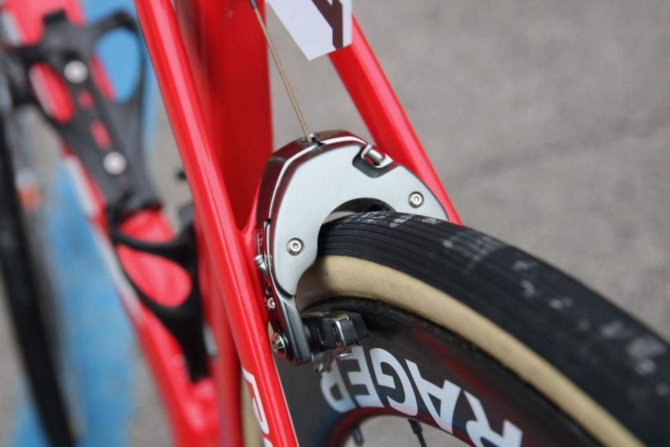 trek madone tyre - 1.jpg