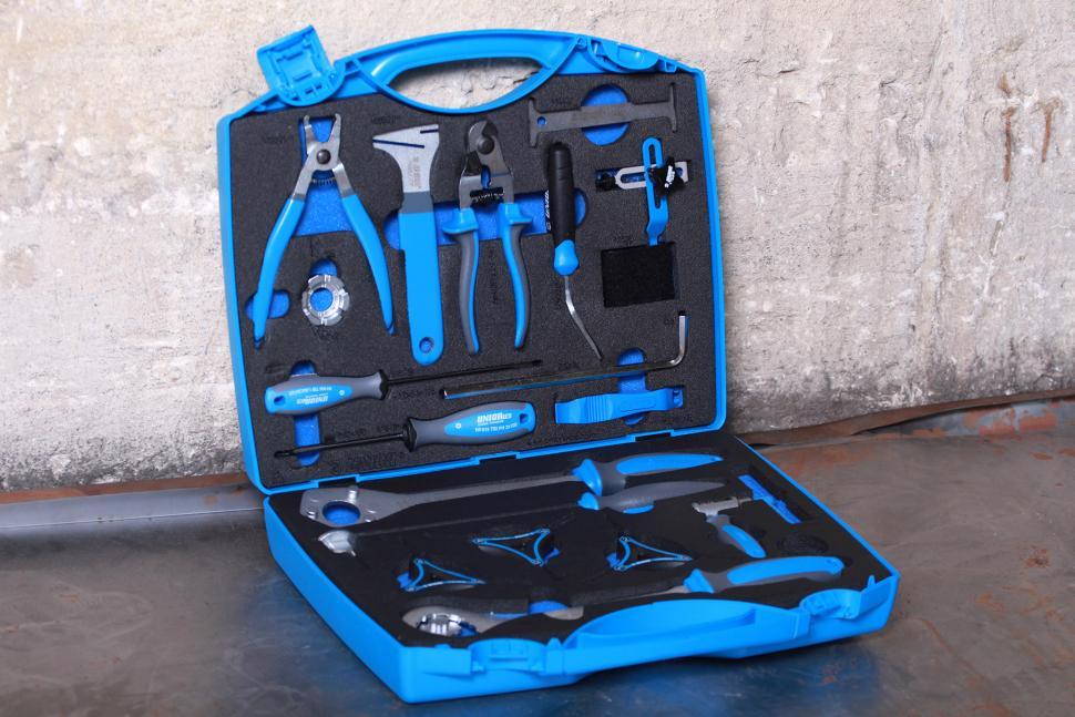 review unior pro home set 1600cn hand tools. Black Bedroom Furniture Sets. Home Design Ideas