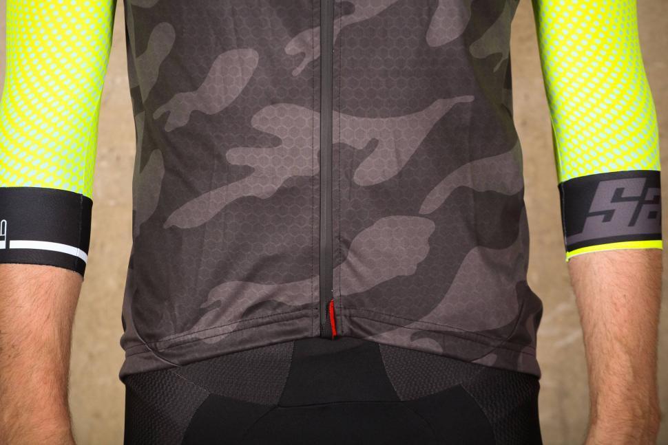 Velotec Elite Camo Waterproof Gilet - hem.jpg
