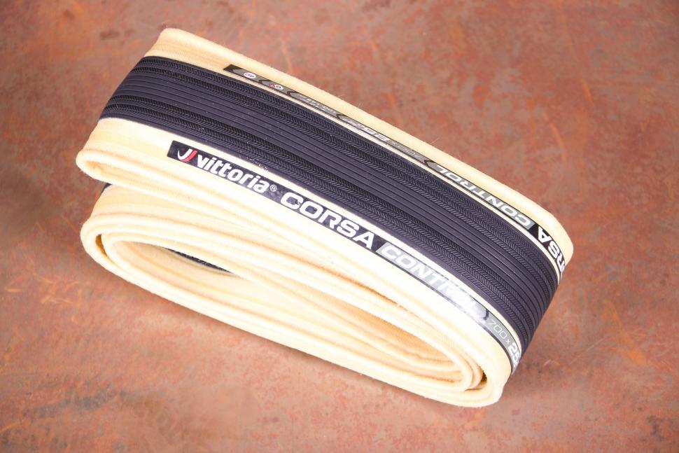 Vittoria Corsa Control G+ Isotech foldable tyre.jpg