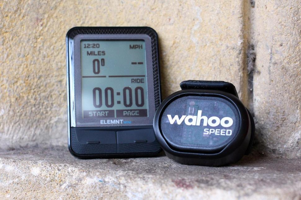 Wahoo Elemnt Mini - unit and sensor.jpg