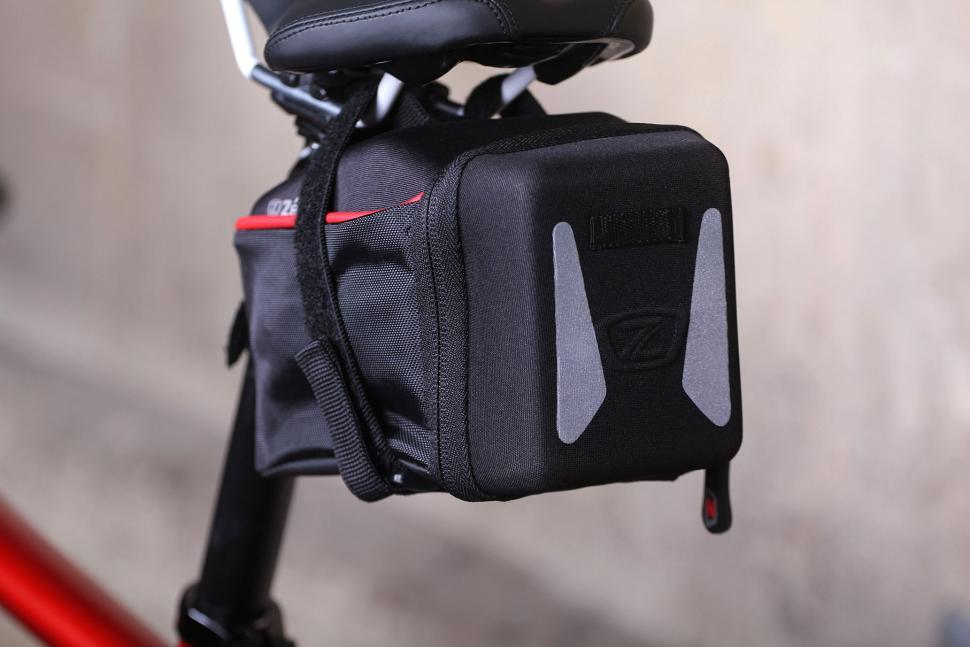 Zefal Iron Pack L-DS - reflective detail.jpg
