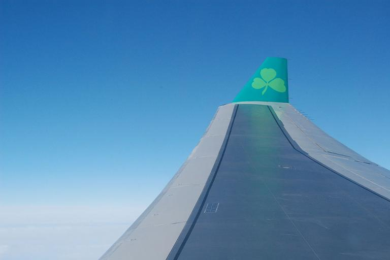 Aer Lingus Airbus A330 winglet (public domain).JPG