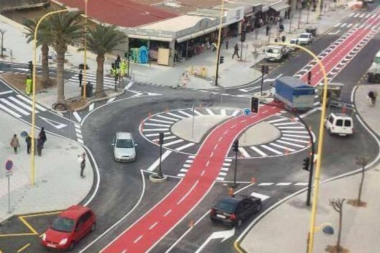 Benidorm's 'hamburger' cycling roundabout (source Josue Aran Garcia on Twitter).JPG