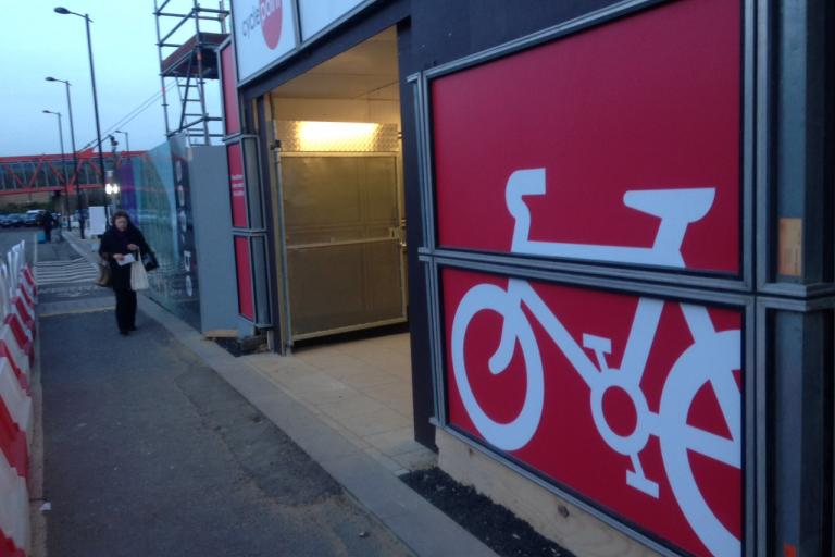 Cambridge Railway Station CyclePoint 15 (copyright Simon MacMichael).JPG