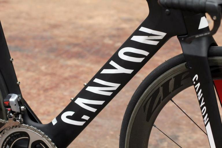 Canyon Speedmax CF 9.0 SL down tube.jpg