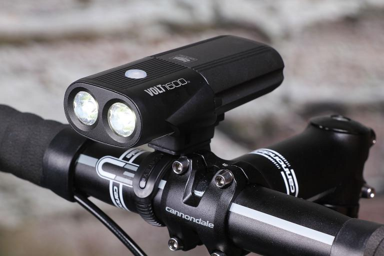 Review Cateye Volt 1200 Front Light Road Cc