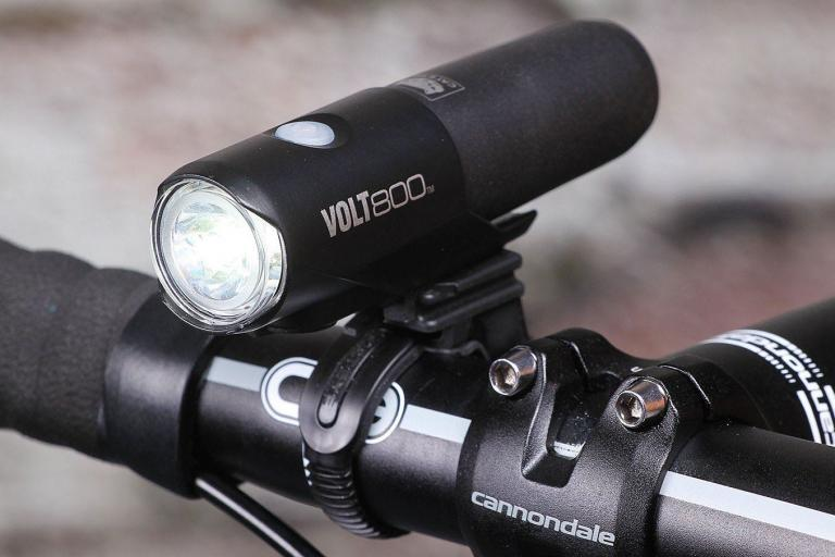 cateye-volt-800-mounted.jpg