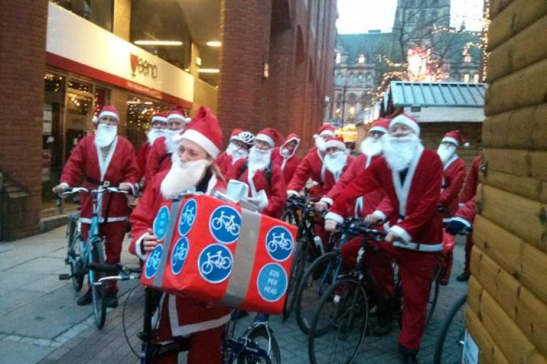 Cycling Santas in Manchester (via Twitter).jpg