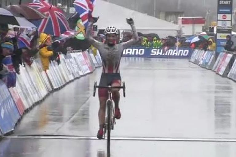 Evie Richards wins U23 World Cyclo-Cross Championship 2016 (UCI YouTube still).JPG