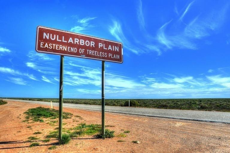 Eyre Highway (CC licensed by Chris Fithall via Flickr).jpg