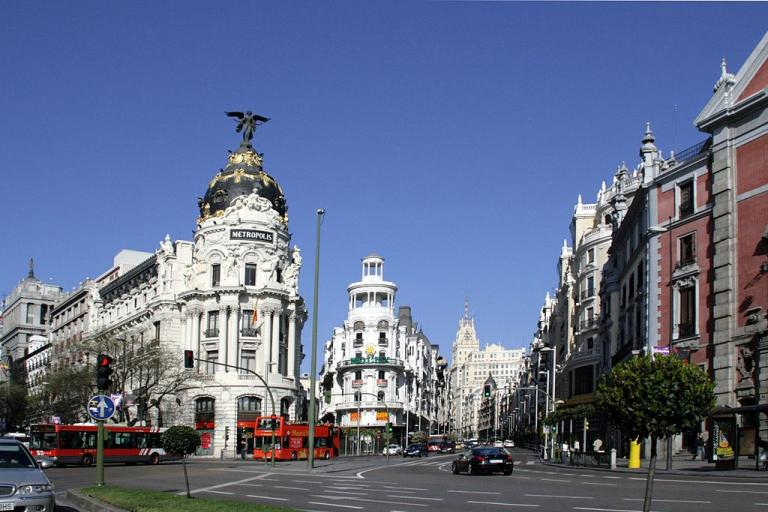 Gran Via, Madrid (licensed CC BY SA on WIkimedia Commons by Fermín Rodríguez Fajardo).jpg
