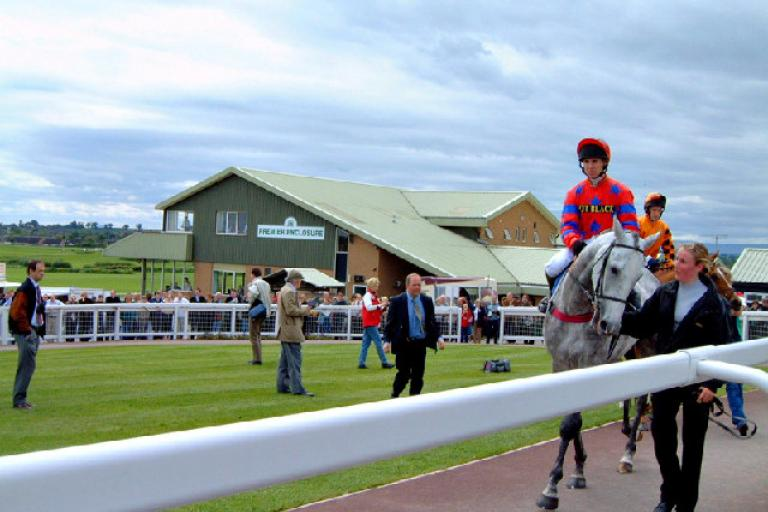 Hereford Racecourse (CC licensed by Ruth Harris via Wikimedia).jpg