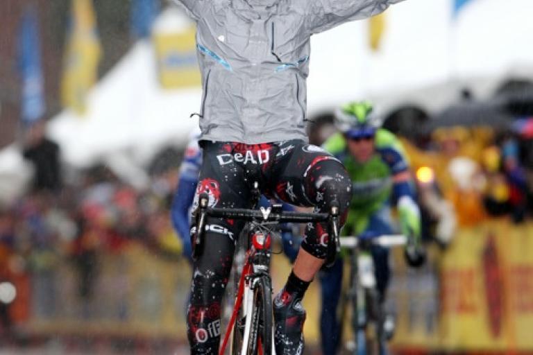 Mancebo wins in the rain (pic courtesy Photosport International)