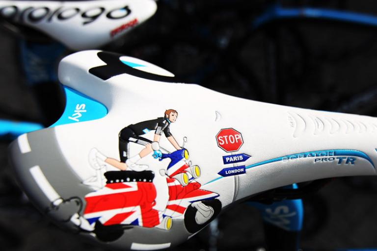 Bradley Wiggins custom Prologo saddle (picture credit Team Sky).png