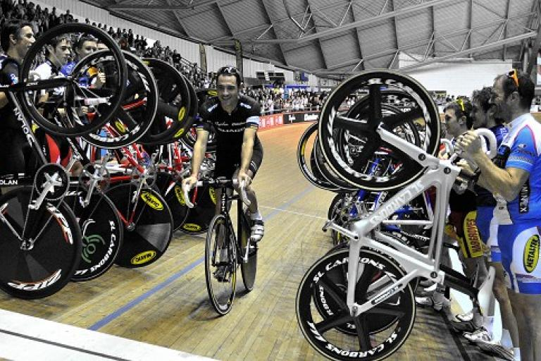 Chris Newton gets the parade of wheels treatment on his Revolution swansong, photo courtesy britishcycling.org_.uk_.jpg