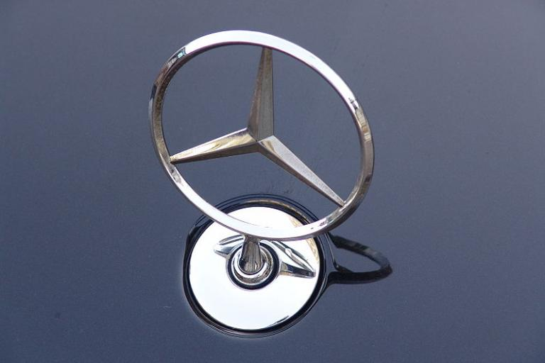 Mercedes emblem (picture credit Endlezz:Wikimedia Commons).jpg