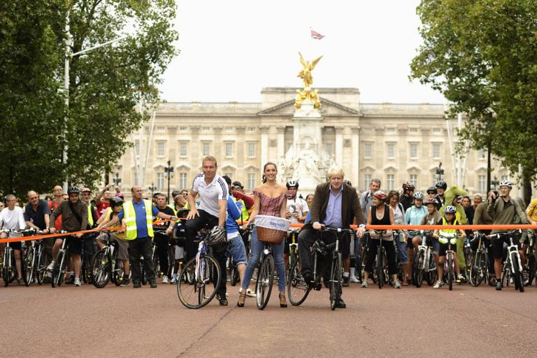 Sir Chris Hoy, Kelly Brook, Mayor Boris Johnson and friends enjoy a traffic-free Mall.jpg