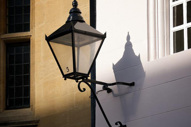 Street lamp without light (copyright Simon MacMichael).jpg