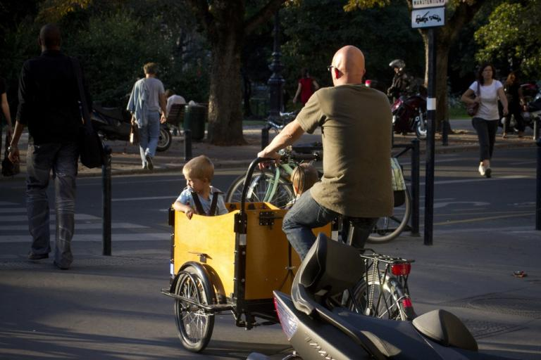 05 Bordeaux family cycling (Photo credit- Copenhagenize Design Co)
