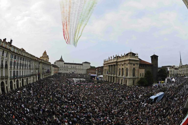Freccie Tricolori over Turin s Piazza did Castello.jpg