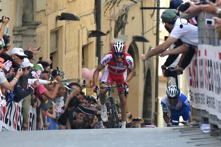 Giro 2012 S10 Rodriguez heads for the line (Gian Mattia D'Alberto - LaPresse - RCS Sport)