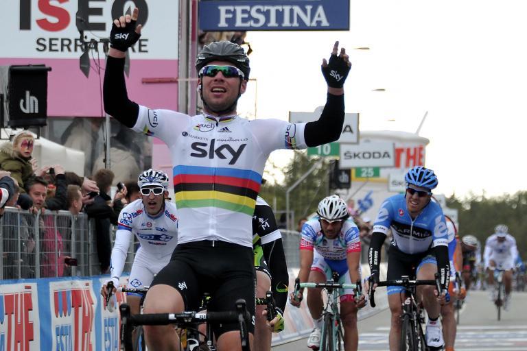 Giro 2012 S2 Mark Cavendish wins (picture Gian Mattia D'Alberto:LaPresse:RCS Sport)