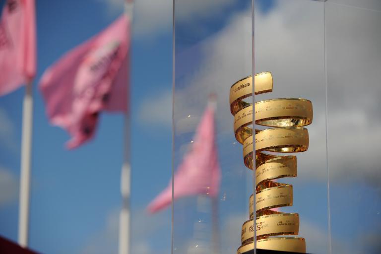 Giro 2012 S3 Giro d'Italia trophy with flags (picture Fabio Ferrari - LaPresse - RCS Sport)