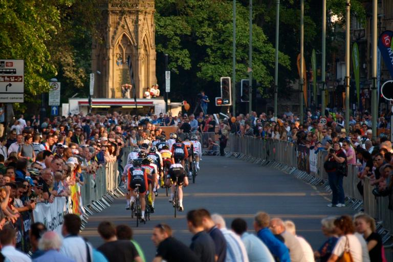 Halfords Tour Series Oxford Martyrs Memorial (© Simon MacMichael)