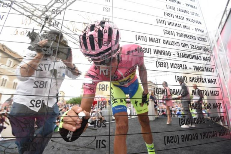 Alberto Contador signs on at start of 2015 Giro Stage 9 (picture ANSA Dal Zennaro)