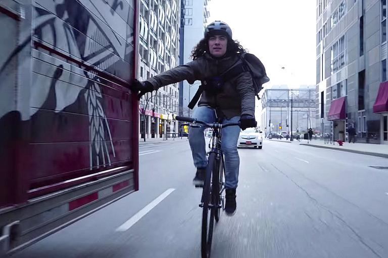 Bike messenger v taxi