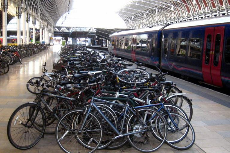 Bikes at Paddington station (© Rod Alladay)
