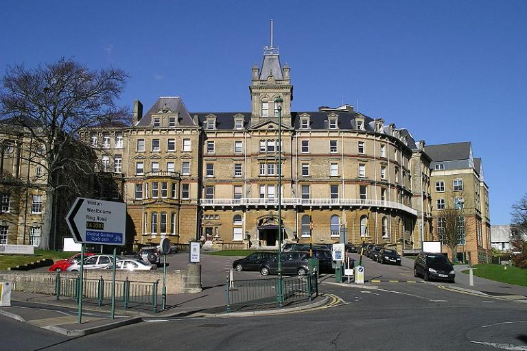 Bournemouth Town Hall (Graffity, Wikimedia Commons)