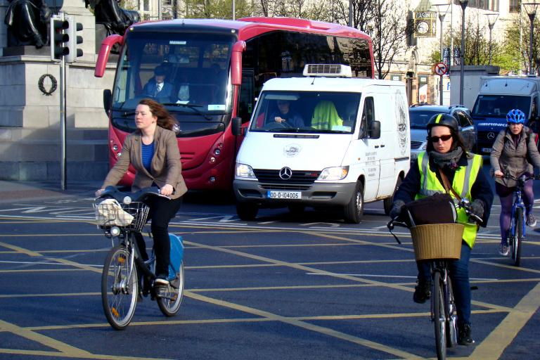 City cyclists (CC BY-NC-SA 2.0 Cian Ginty:Flickr)