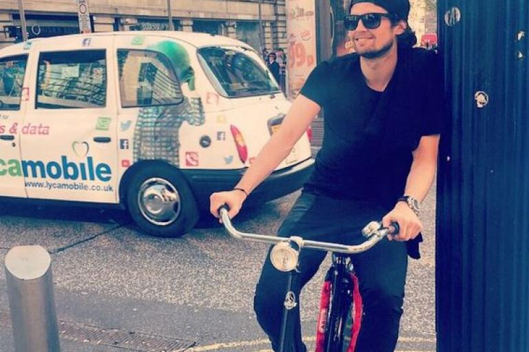 Daley Blind on his bike in Manchester (source BlindDaley on Instagram)