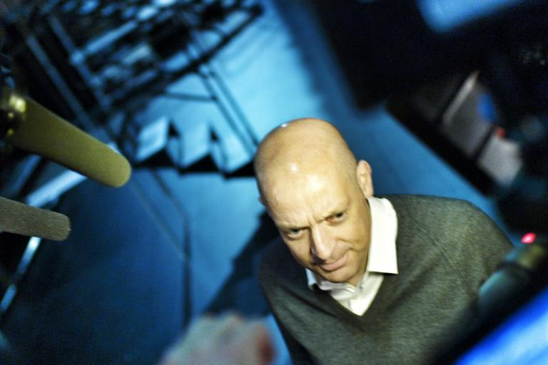 Dave Brailsford faces the press, Paris, October 2012 (copyright Simon MacMichael)